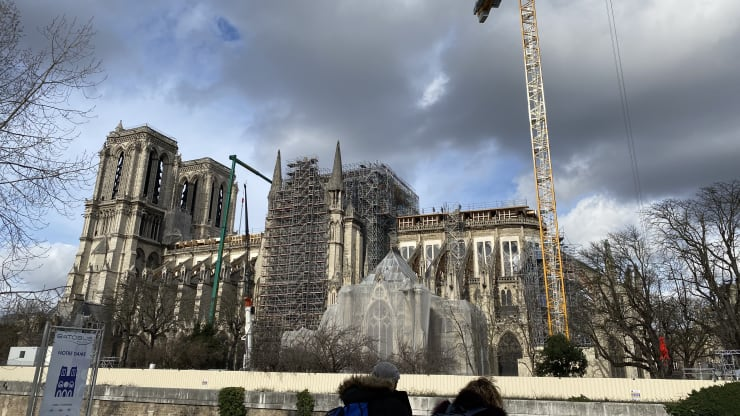 Notre Dame exterior Feb 2020