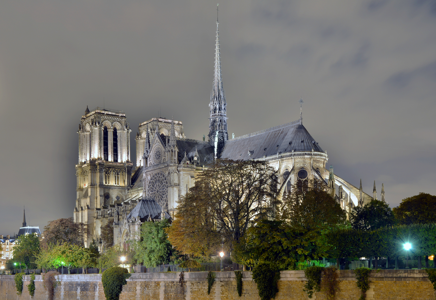 Notre Dame by night before the fire